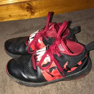 Nike Red Team Hustle D8 Boys Shoes